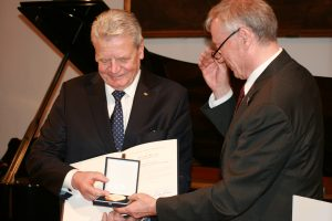 Joachim Gauck und Horst Köhler bei der Preisverleihung