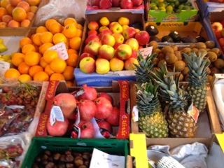 Obst und Gemüse auf dem Bauernmarkt