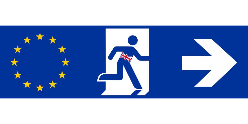 EU-Sterne mit blauemm Hintergrund. Der Brexit verlässt die EU. Pfeil nach rechts
