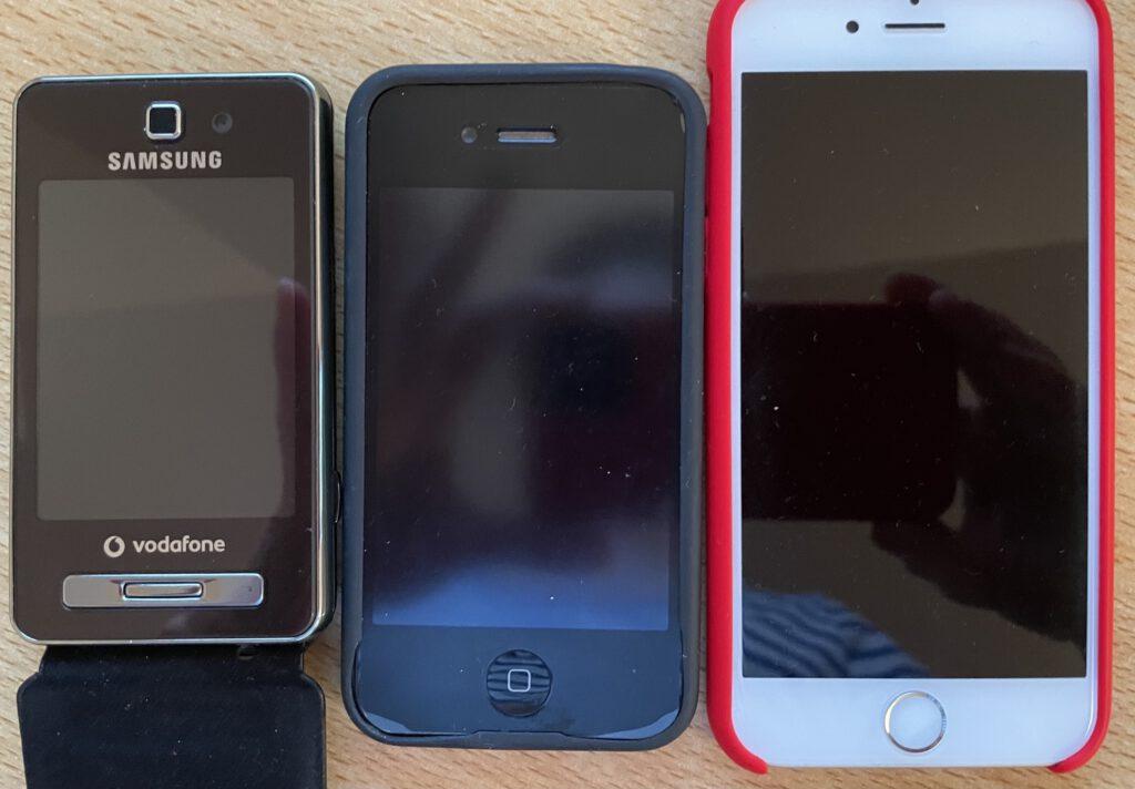 3 verschiedene Handys. Davon 2 Smartphones